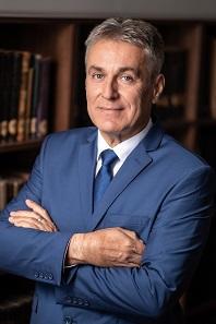 Dr. Bedros Jonathán Róbert